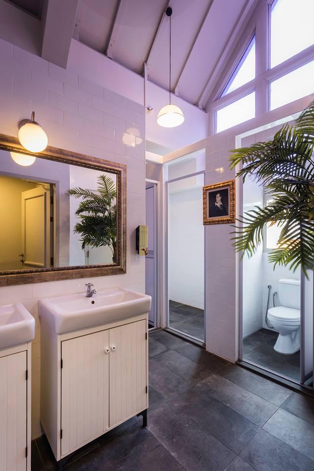 Kamar mandinya juga lumayan luas
