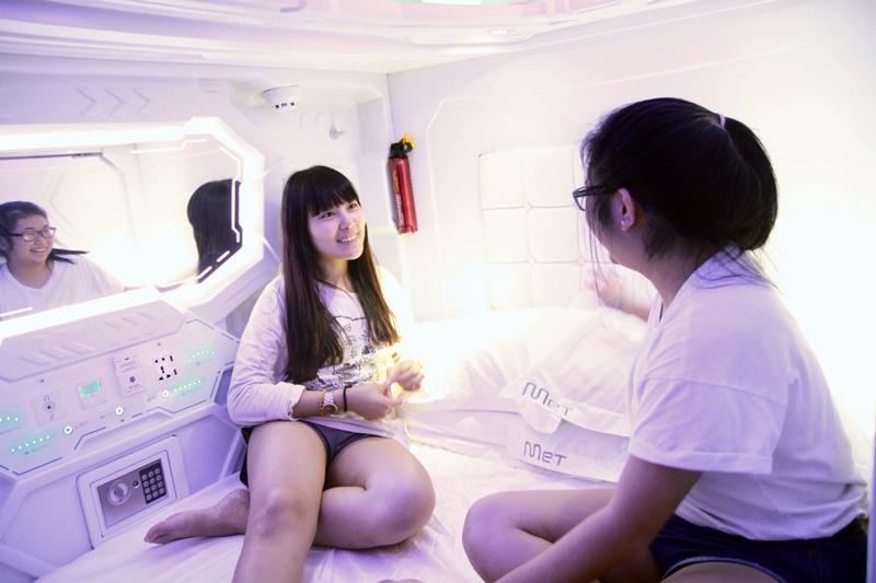 Queen Pods Met A Space Pod ini bisa diisi hingga dua orang