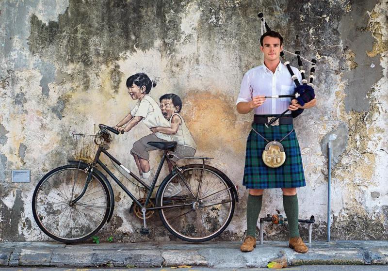 Selain berburu kuliner, kalian bisa berfoto dengan mural yang bertebaran di Penang by IG @thefirstpiper