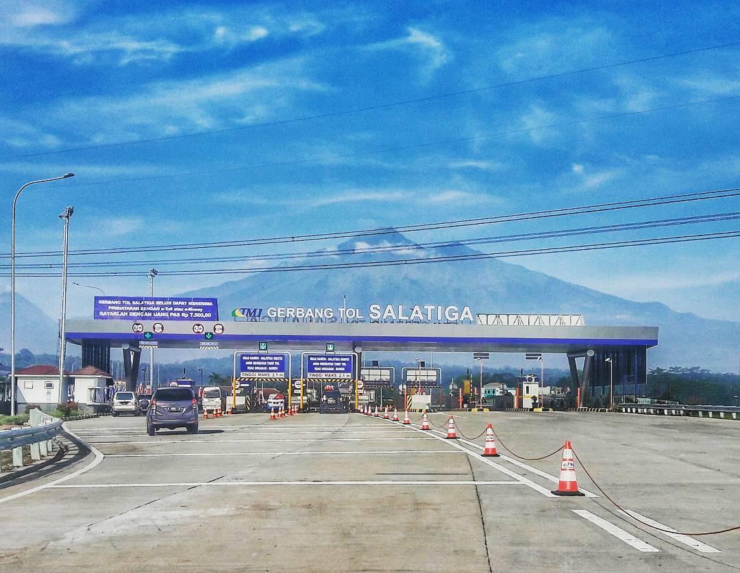 Selamat menikmati pemandangan Indah di pintu keluar Jalan Tol Salatiga! by IG @hattasya