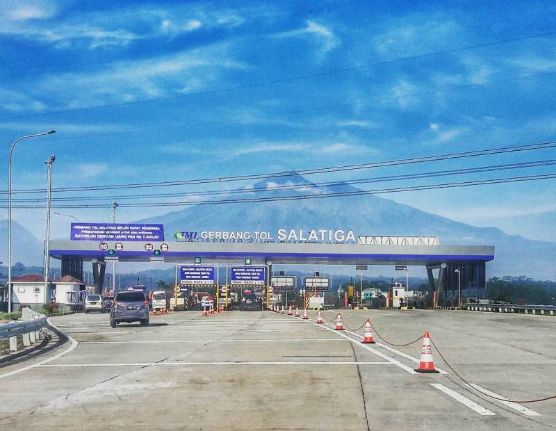 Enjoy the beautiful scenery at the exit of Salatiga Toll Road! by IG @hattasya