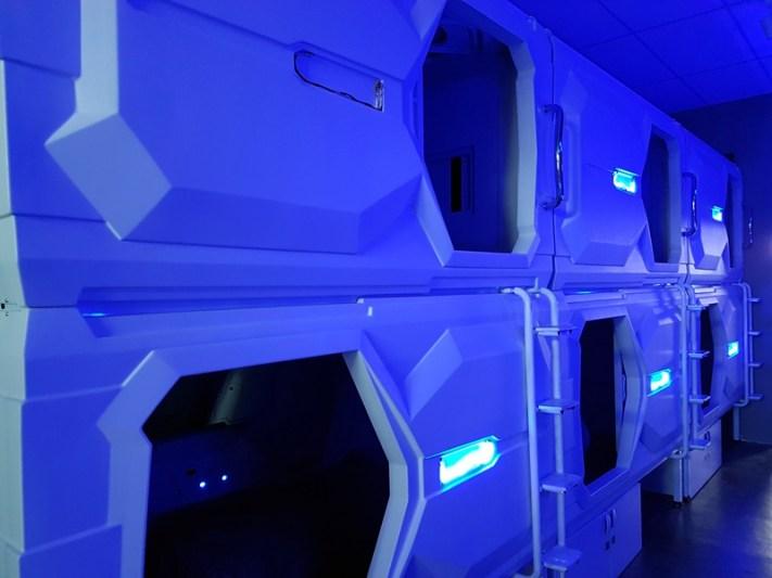 Superior pods memiliki tipe pintu masuk dari samping