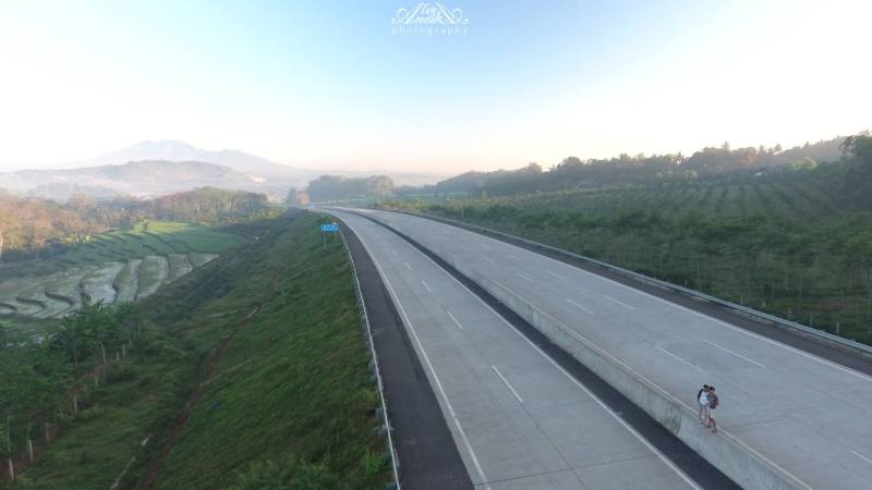 This toll road is arguably one of the most beautiful tolls in Indonesia