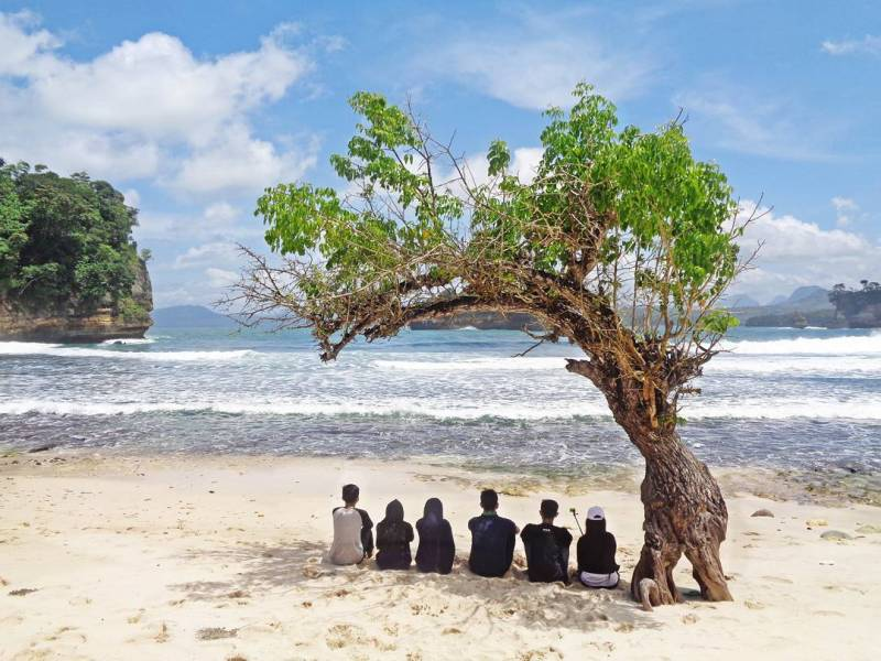 Pantai Godheg atau Pantai Nggodheg, Desa Ngrejo, Kecamatan Tanggunggunung, Tulungagung by @wildanachmad_