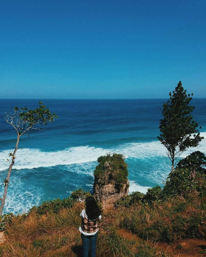 Pantai Lumbung, Desa Pucanglaban, Kecamatan Pucanglaban, Tulungagung by @melaniabs