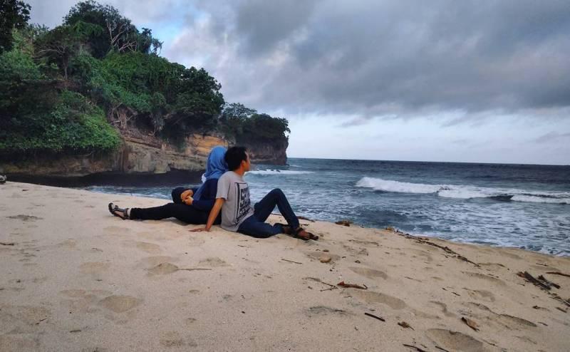 Pantai Putihan pantai baru di Tulungagung by @verlinia_vee