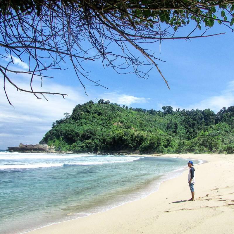 Pantai Sanggar salah satu pantai di Tulungagung yang keren by @gentox21