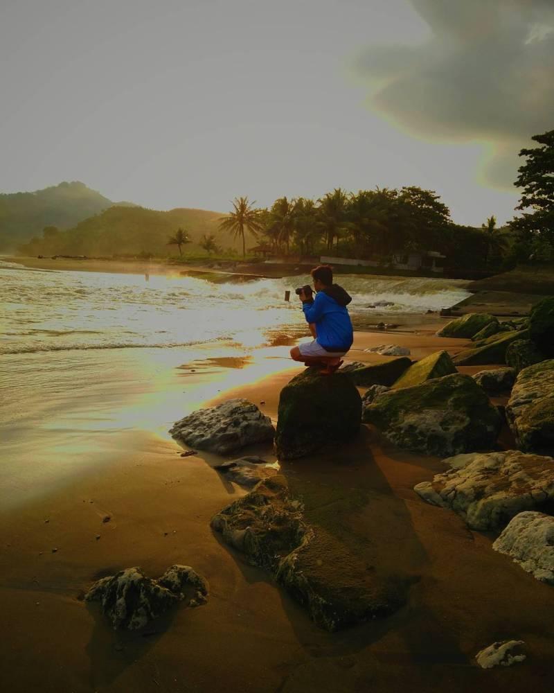 Pantai Sidem dengan sunrisenya yang sangat menggoda by @putraryawan