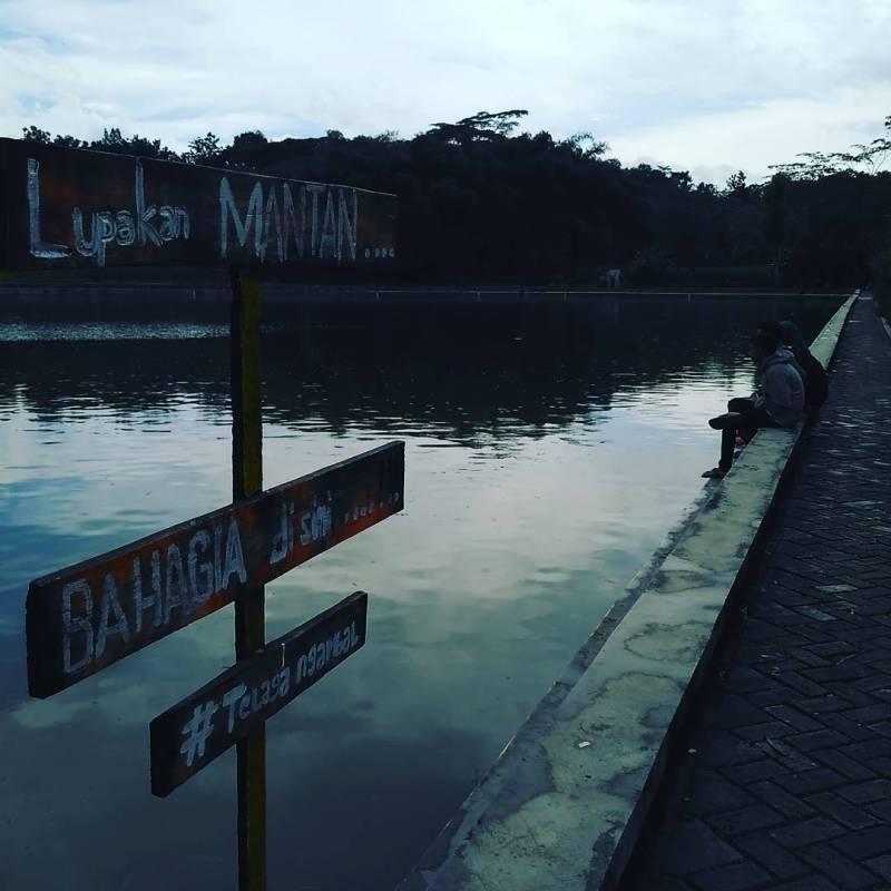 Tempat paling cocok untuk melupakan mantan di Tulungagung by @telaga_ngambal