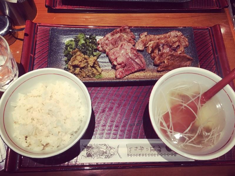 Jangan sampai kena masalah cuma karena tidak tahu etika makan di Jepang yang benar @yumestagram