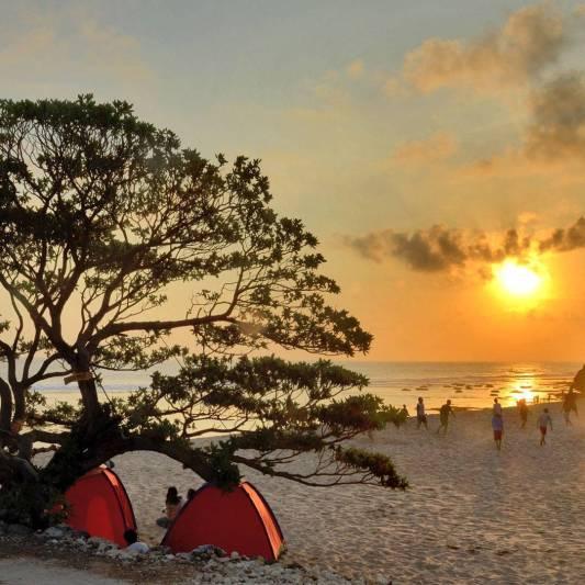 Suasana sore hari di Pantai Pok Tunggal via @casameira