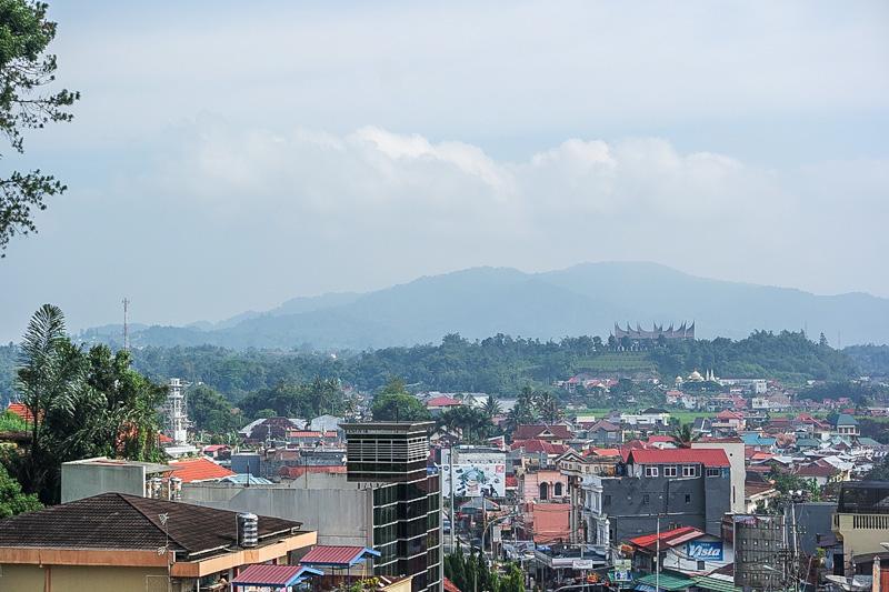 Pemandangan kota Bukittinggi dari Benteng Fort De Kock