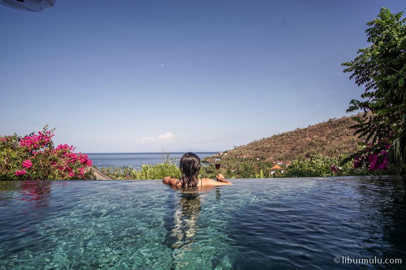 Bagian terbaik dari villa ini sih infinity poolnya