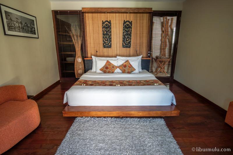 Kasur kamar kedua di villa dua kamar