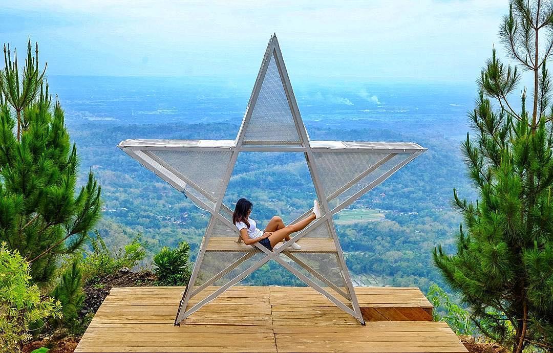 Bukit Lintang Sewu dengan pemandangannya yang syahdu via @diahrtnasari