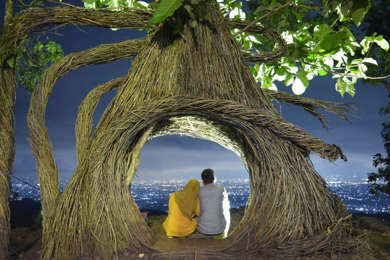 Puncak Pinus Pengger, wisata jogja yang menarik untuk pecinta ketinggian dan sebuah tempat wisata romantis di Jogja via @m.habib_nasrullah