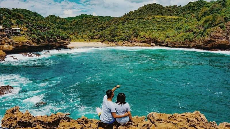 Meski tergolong tempat wisata baru di Jogja, Pantai Timang ini namanya melejit dengan cepat via @adityakurniawan