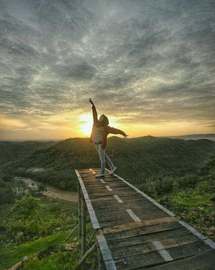 Segarkan harimu dengan menikmati suasana pagi Jogja via IG @vembri_prima