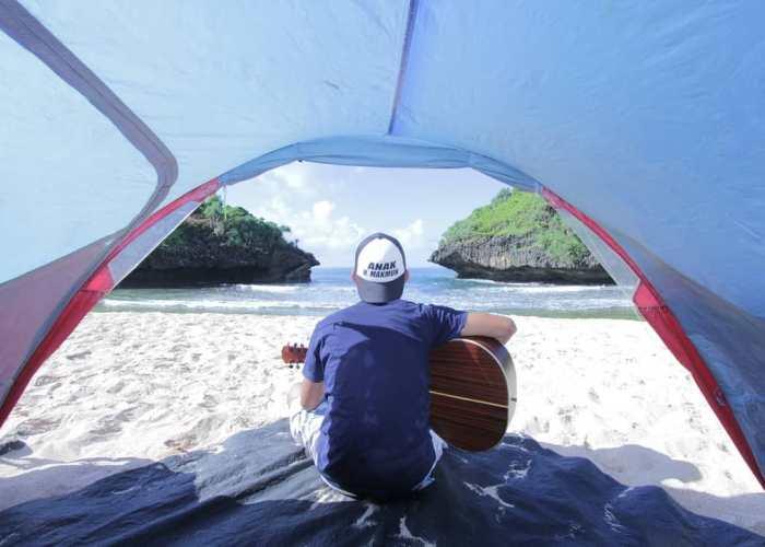 Bayangkan kamu camping dipantai, dan terbangun dengan pemandangan pasir putih dan laut seperti ini. Cuma bisa di Pantai Sedahan lho! via IG @salmanalfarizi1991