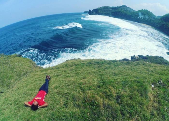 Kalau kamu ingin bersantai, lebih baik liburan ke Pantai Widodaren saja! via IG @rahman.ali_012