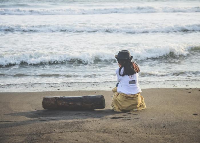 Sebaiknya sih enggak liburan ke Pantai Trisik sendirian. Rame-rame bareng temen sepertinya lebih seru! via IG @aksatriou