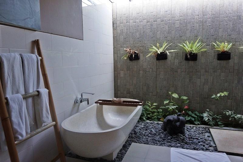 Bathtub Solo Villas & retreat