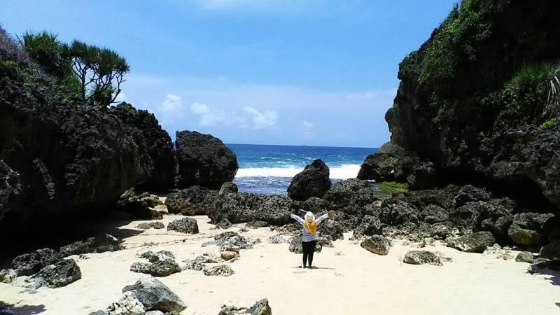 Belum banyak orang yang tahu mengenai keberadaan Pantai Mbirit, makanya masih sepi! via IG @novianurdwijayanti