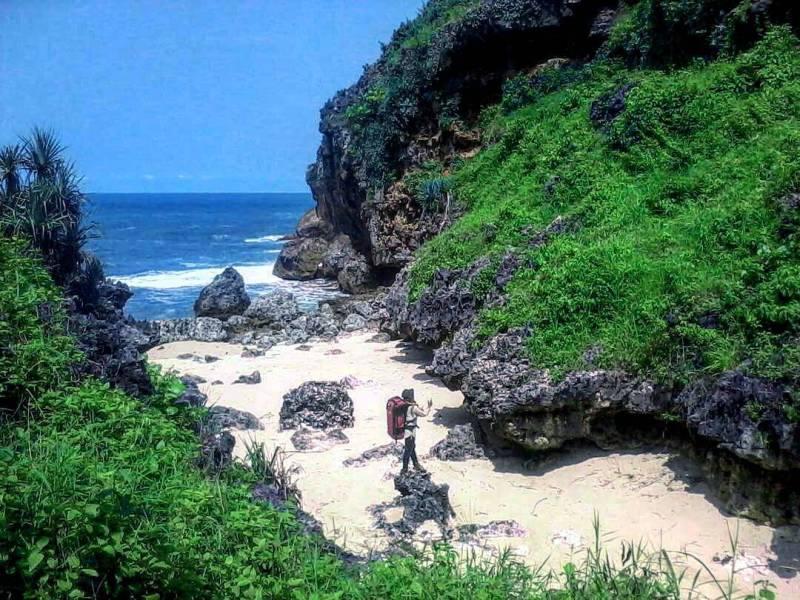 Pantai mbirit merupakan pantai yang lokasinya berada di sebelah timur pantai butuh. via IG @areajogja