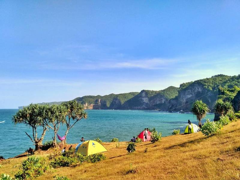 Kesirat Beach is one of the best beaches for camping and picnics in Jogja! @pink_traveler