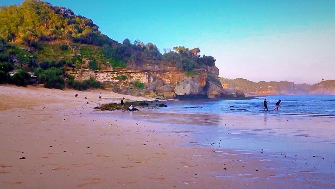 Pantai Sanglen memiliki pasir pantai yang halus seperti ini. @nanang_a_e