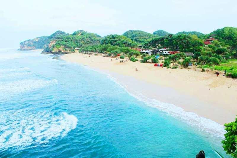 Pantai Watu Kodok Gunungkidul, Tempat Rekreasi dan Camping! via @pantai.jogja