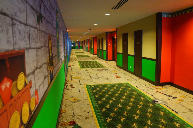 Lorong Legoland Hotel Malaysia berwarna warni