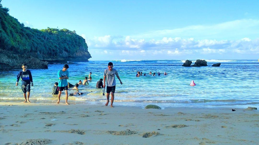 Pantai di Malang yang belum terjamah, Pantai Batu.