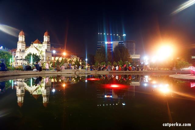 Duduk santai di tugu muda, menikmati suasana Kota Semarang? Hemm...