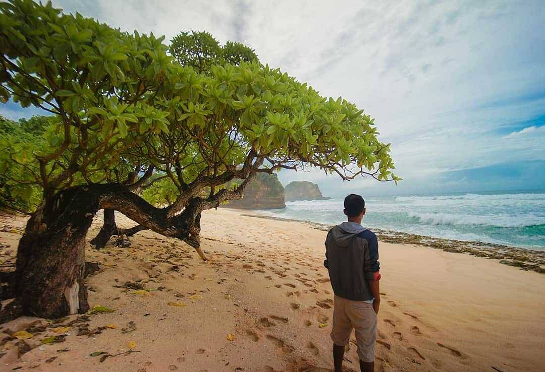 Pantai di Malang yang belum terjamah, Pantai Kuncaran.