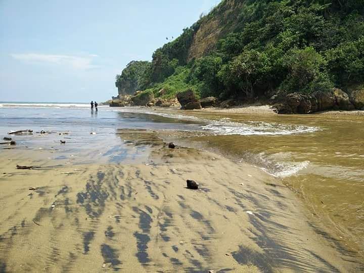 Pantai di Malang yang belum terjamah, Pantai Kipas.