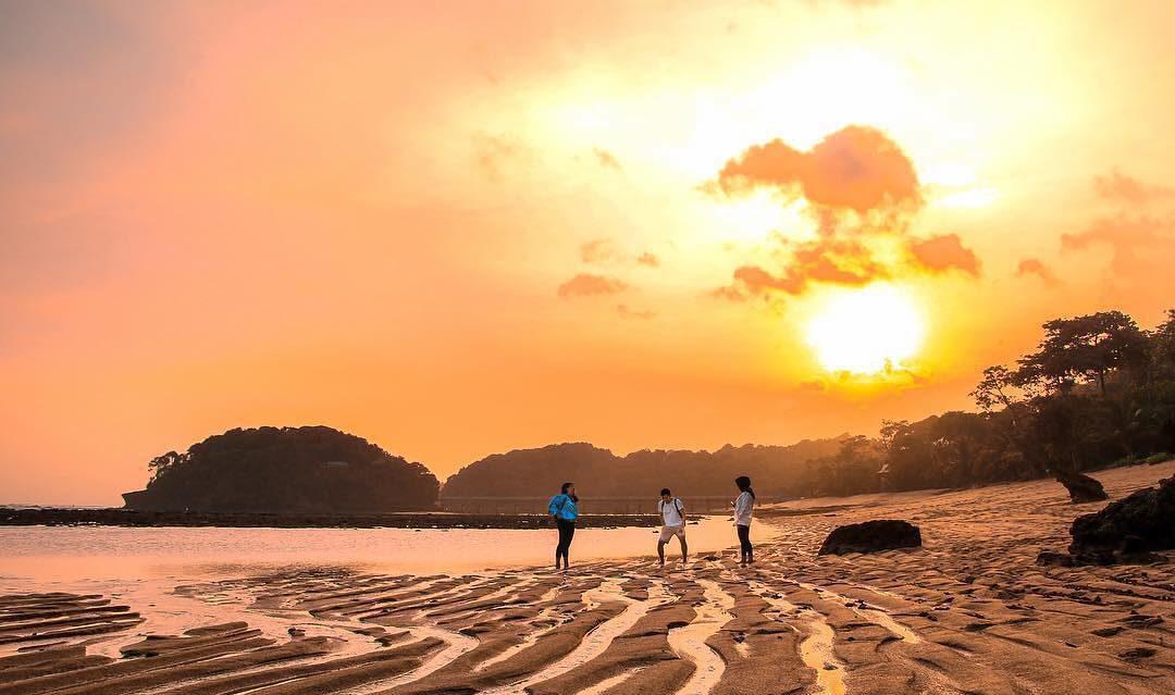 Pantai di Malang yang belum terjamah, Pantai Balekambang.