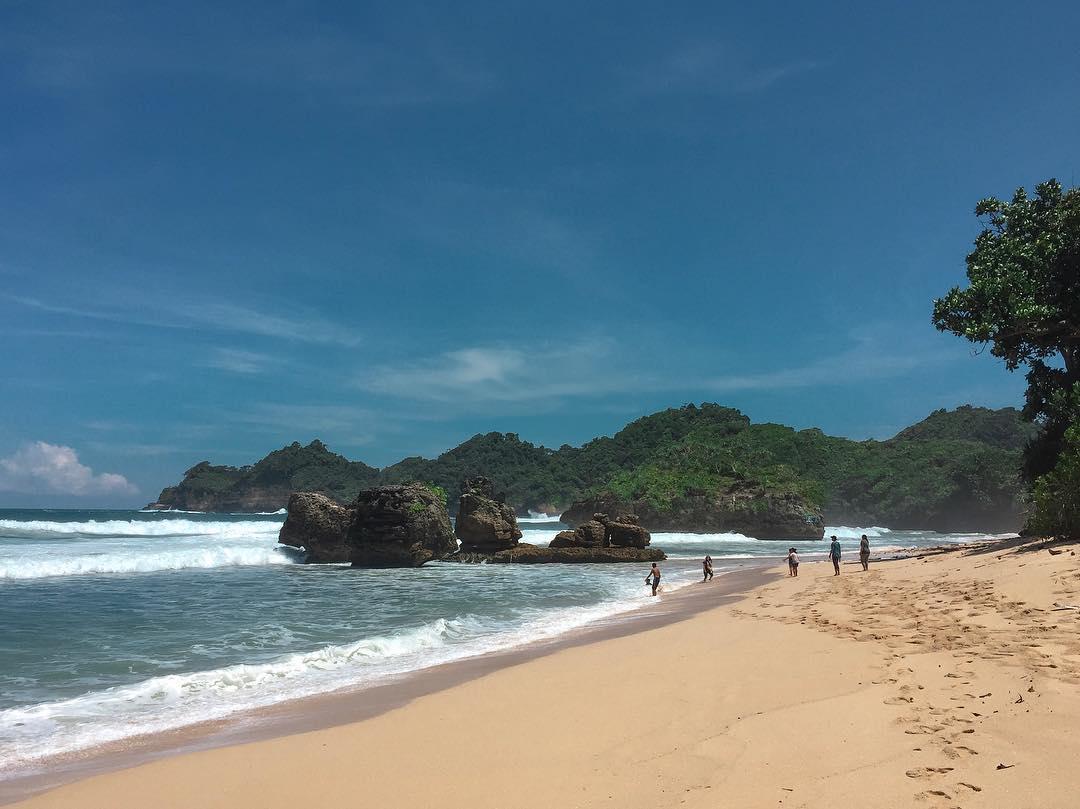 Pantai di Malang yang belum terjamah, Pantai Selok.