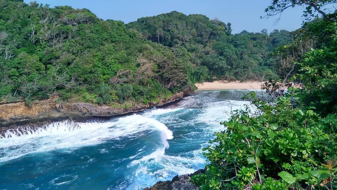 Pantai di Malang yang belum terjamah, Pantai Rante Wulung.