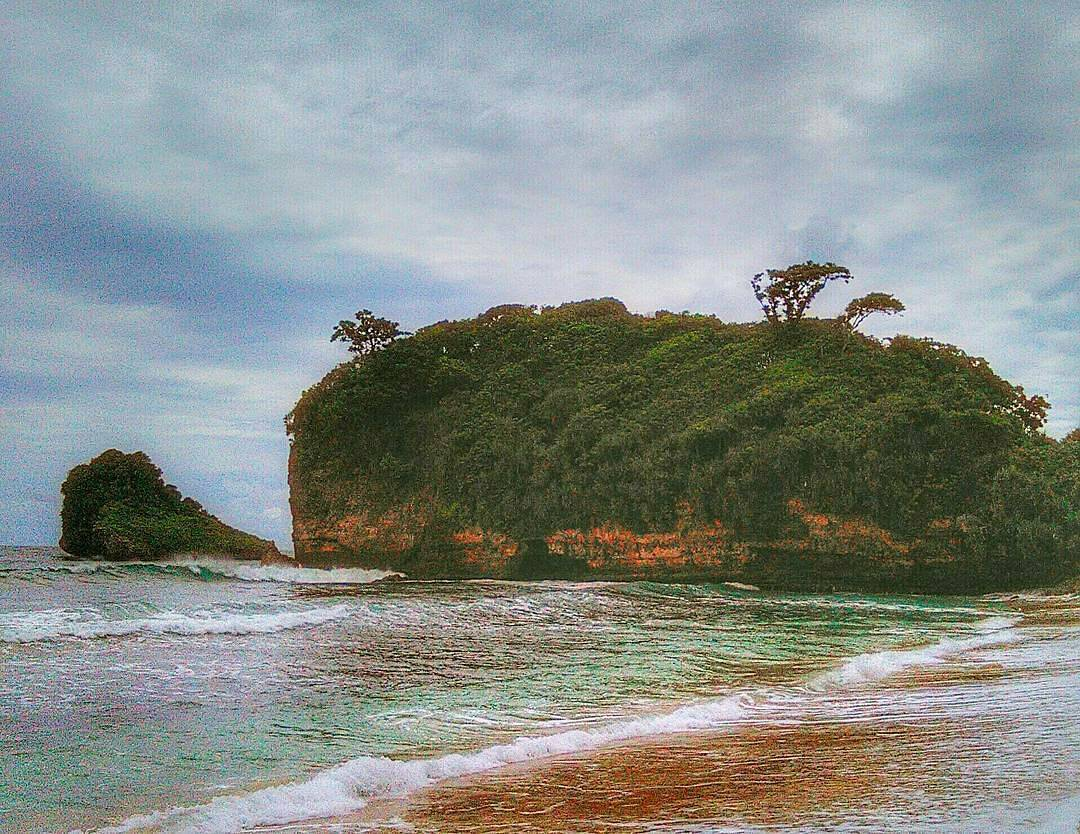 Pantai di Malang yang belum terjamah, Pantai Pakuto Ombo.