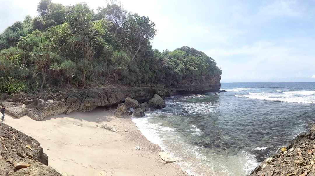 Pantai di Malang yang belum terjamah, Pantai Ngekul.