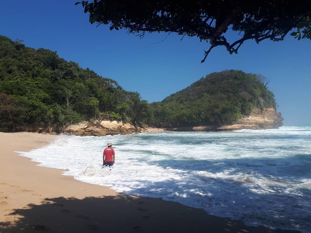 Pantai di Malang yang belum terjamah, Pantai Mrutu.