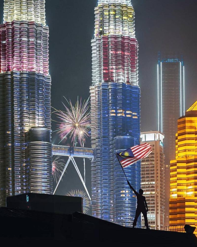 Menara Petronas Malaysia - Kenapa Kamu Harus Pakai Paket Sewa Wifi Malaysia Kalau Liburan Ke Sana!