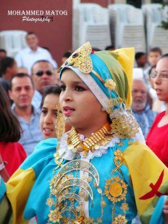 الأخت ميسون في إحدى مهرجانات غريان وهي تفتخر بهويتها الليبية الاصيلة