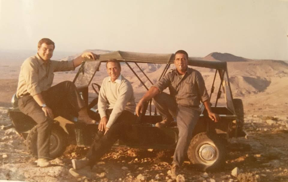 صورة لهواة امريكان اتوا لزيارة مدينة غريان سنة 1957 المكان يسمى الان الكورنيش المطل على شيليوني طبي