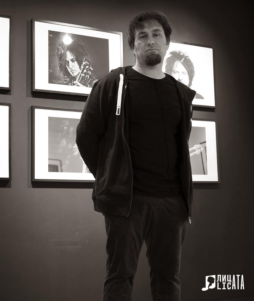 Както в живота, така и на тази снимка, зад гърба на Христо Шиндов застава Стив Стивънсън Снимка: Licata.bg