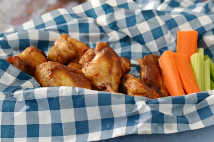 Baked bbq wings with veggies