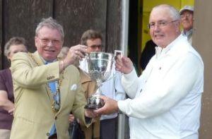 Mayor Terry Thomas handing over the trophy