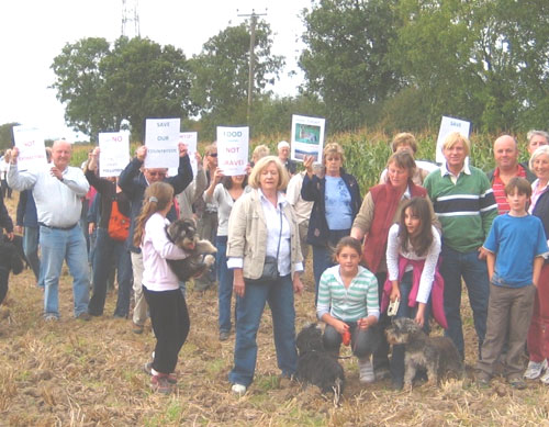 Lichfield MP Michael Fabricant joins protesters in Kings Bromley