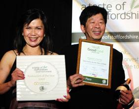 Siam Corner Ma Ma Thai collect their award